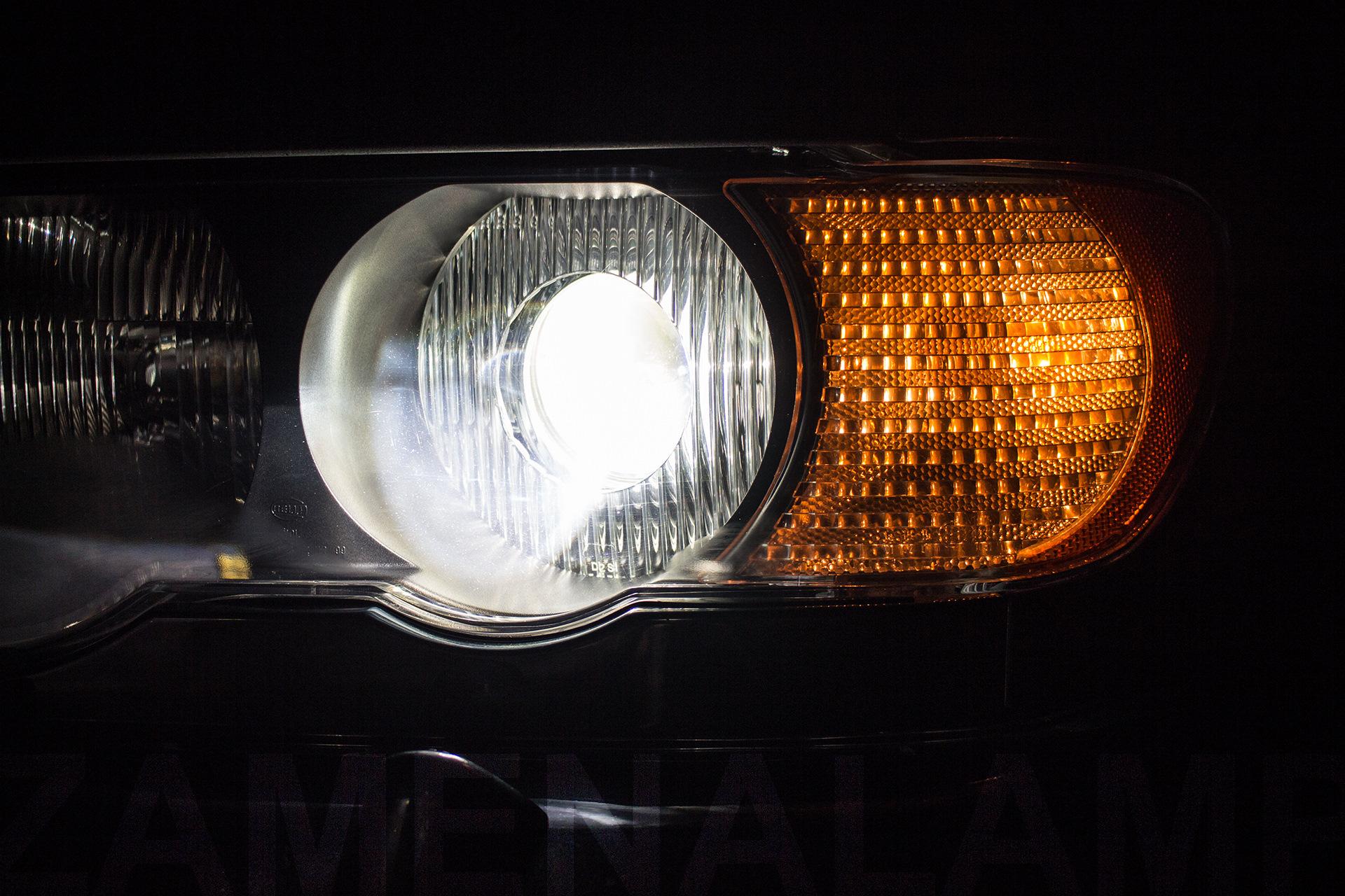 BMW X5 (E53) замена штатных линз на биксеноновые Q5
