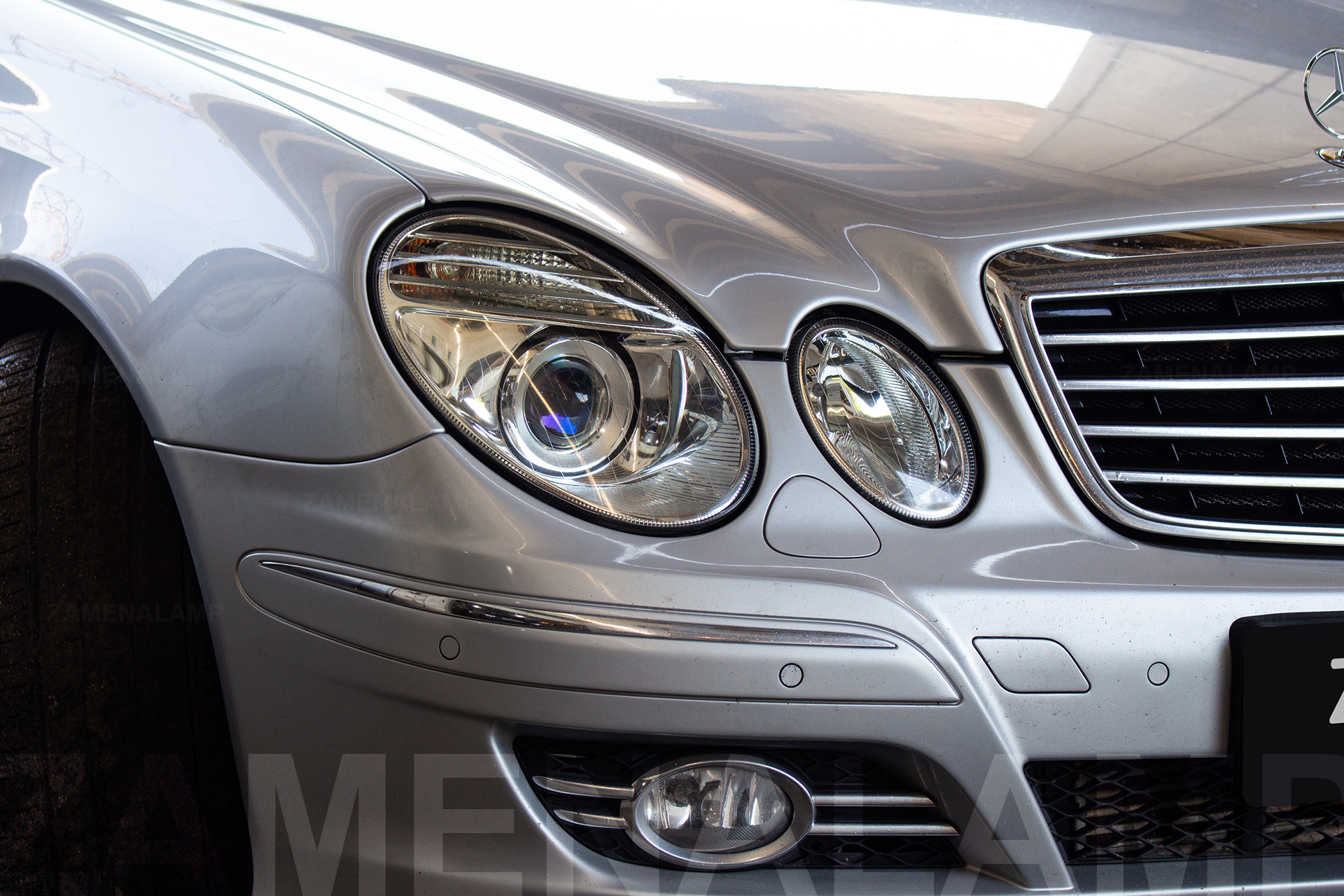 MERCEDES-BENZ W211 замена штатных линз на Hella 5 Blue